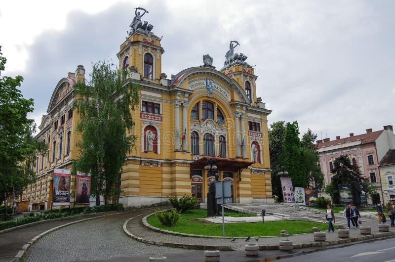 Teatro e teatro da ópera romenos nacionais na cidade de Cluj Napoca dentro foto de stock