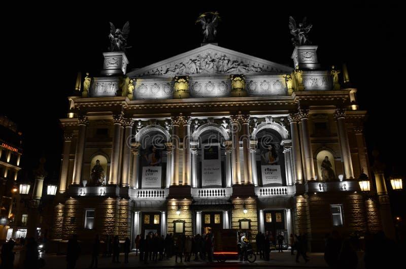 Teatro en Lviv en la noche fotografía de archivo libre de regalías