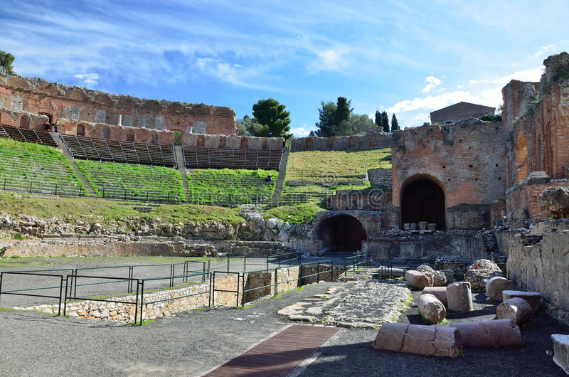 Teatro greco nella città antica Taormina fotografia stock libera da diritti