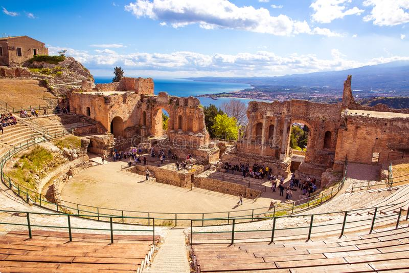 Teatro grego em Taormina, Sic?lia fotos de stock royalty free