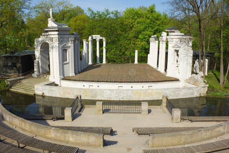 Teatro inspirado romano del palacio de Lazienki en Varsovia, Polonia imágenes de archivo libres de regalías