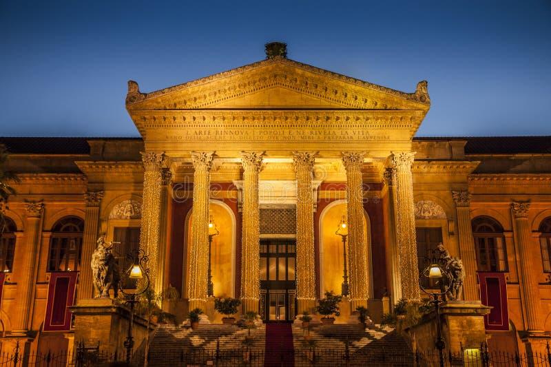 Teatro máximo en Palermo imagenes de archivo