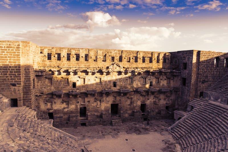 Teatro magnífico en la puesta del sol, Turquía de Aspendos imágenes de archivo libres de regalías
