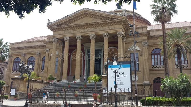 Teatro Massimo Vittorio Emanuele Opera House royaltyfri bild