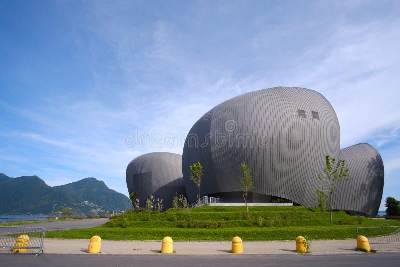 Teatro moderno que constrói o teatro de Teatro IL Maggiore Maggiore em Verbania no lago Maggiore, região de Piedmont, Itália imagem de stock royalty free