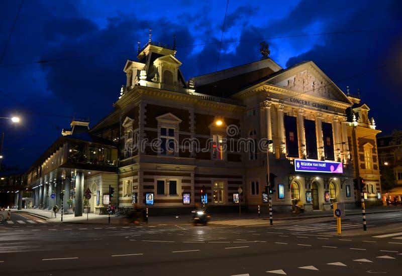 Teatro municipal aka Stadsschouwburg em Amsterdão, Países Baixos, fotos de stock