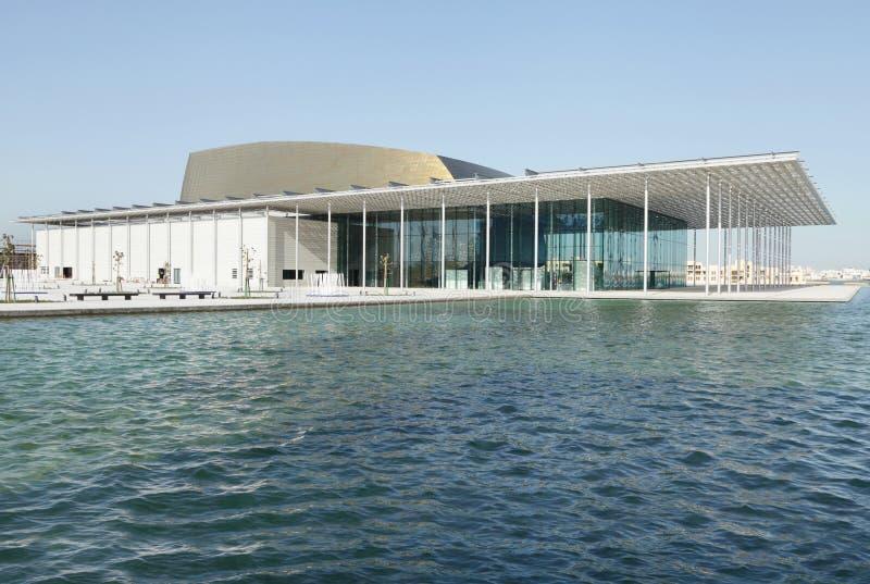 Teatro nacional de Barém com parte dianteira da água fotos de stock