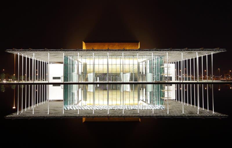 Teatro nacional diseñado moderno de Bahrein con 1001 asientos fotos de archivo