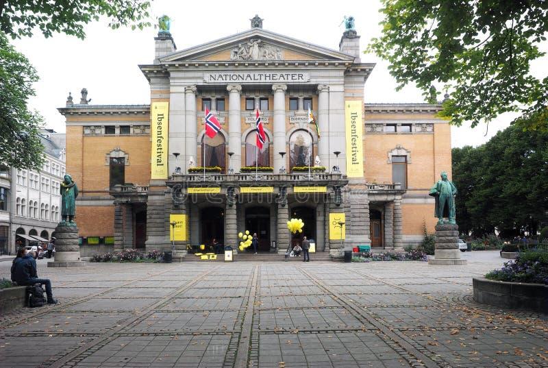 Teatro nacional editorial Oslo Noruega foto de archivo