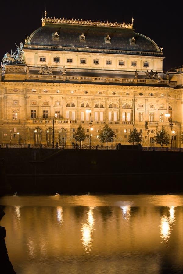 Teatro nazionale alla notte immagini stock
