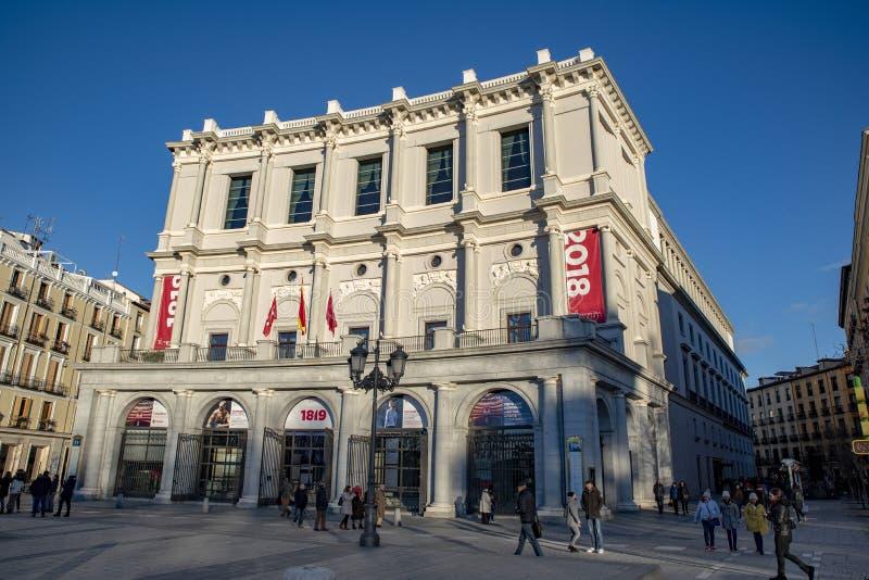 Teatro Real est un théatre de l'opéra situé devant Palacio vrai, Madrid photos libres de droits