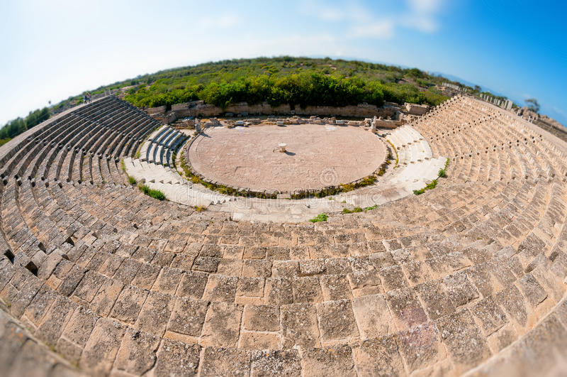 Teatro romano antico alle rovine dei salami Distretto di Famagosta cyprus immagini stock libere da diritti