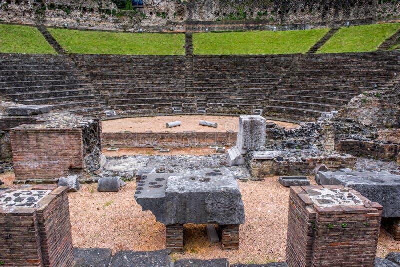 Teatro romano em Trieste fotos de stock