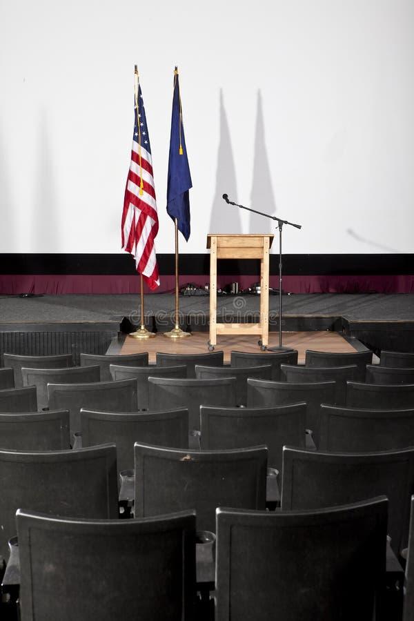 Teatro vacío con el podium imágenes de archivo libres de regalías