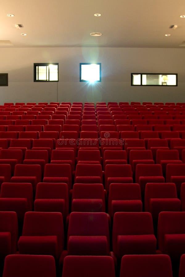 teatro vuoto della disposizione dei posti a sedere immagine stock