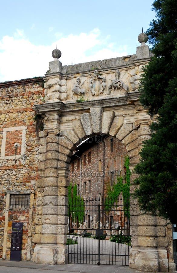 Teatroen Olimpico i den Vicenza portalen i Veneto (Italien) royaltyfri bild