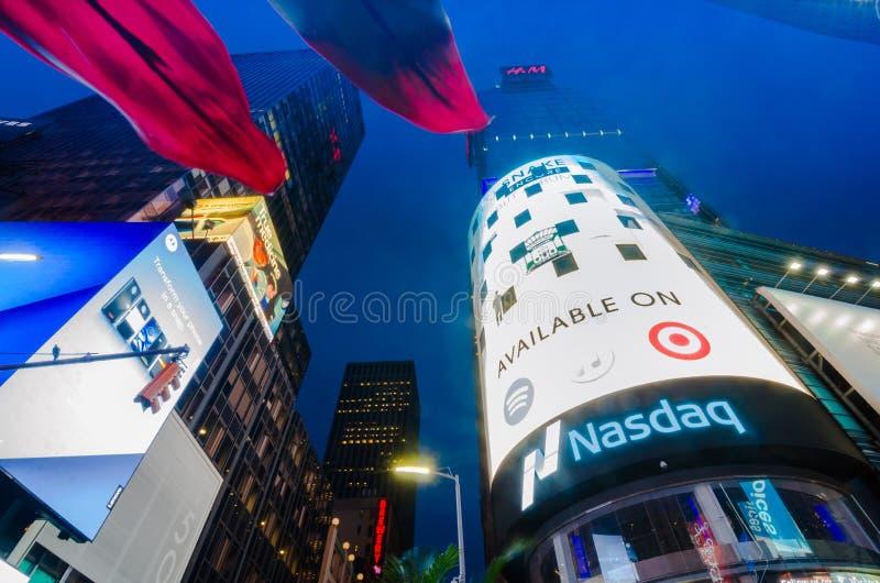 Teatros del Times Square, de Broadway y muestras llevadas en la noche, un símbolo fotos de archivo libres de regalías