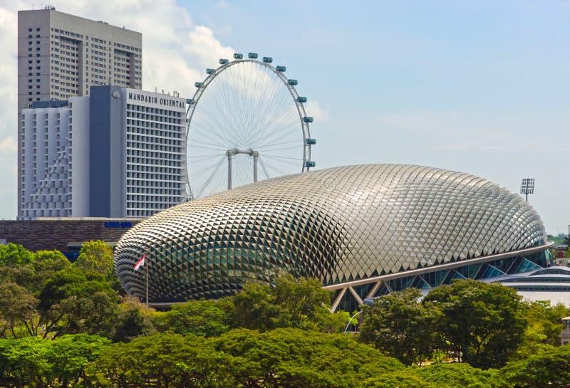 Teatros do inseto e da esplanada de Singapura pela baía foto de stock