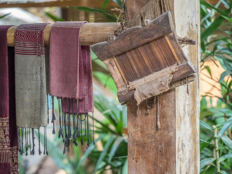 Tecelagem tradicional de matéria têxtil do Lao PNF Tok de Ock, Luang Phabang fotografia de stock