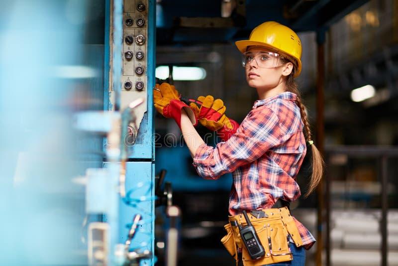 Technicien au travail photos libres de droits