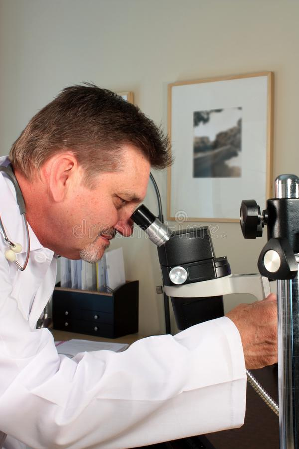 Technicien de laboratoire image libre de droits