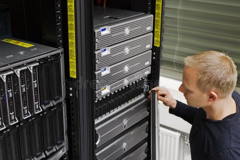 IT Technicus Maintain San en Servers royalty-vrije stock fotografie