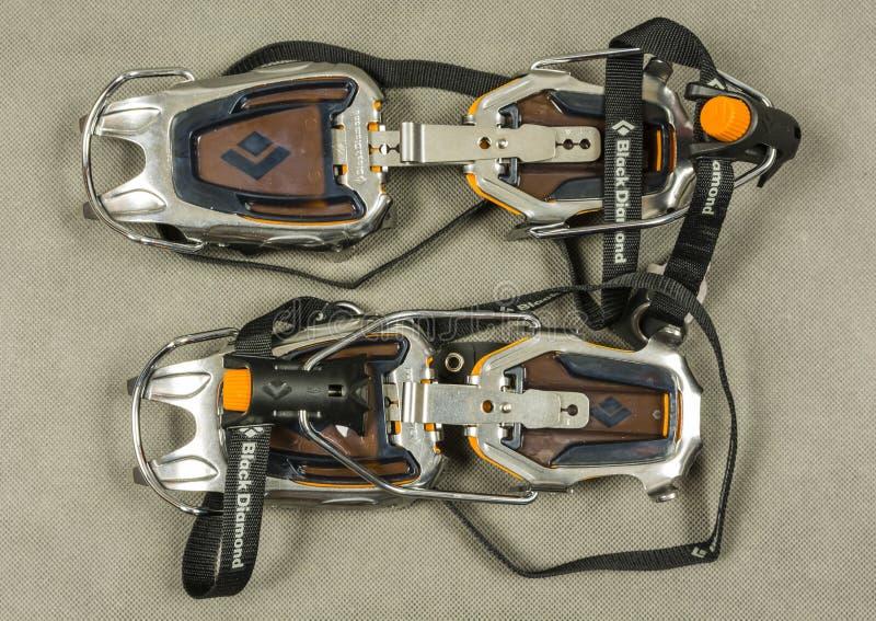 Techniczny Automatyczny mountaineering crampon - Czarny diament Sabretooth Pro zdjęcia stock