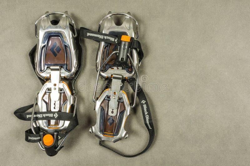 Techniczny mountaineering crampon - Czarny diament Sabretooth Pro zdjęcie stock