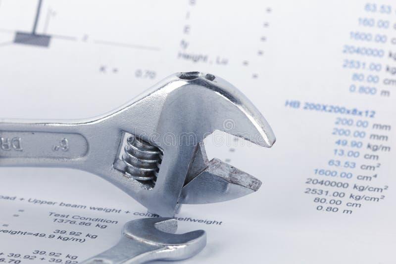 Technik von Berechnungsdokumenten mit Schlüssel Maintencance-Konzept lizenzfreies stockbild