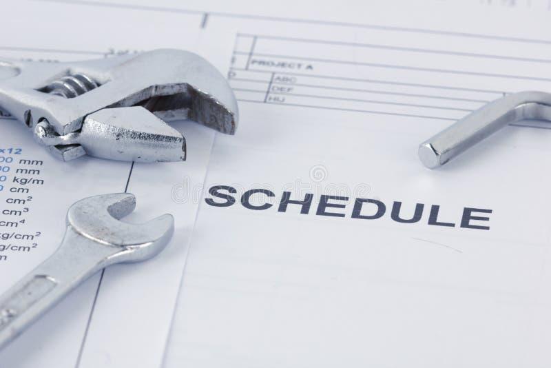 Technik von Zeitplandokumenten mit Schlüssel Maintencance-Konzept stockbild