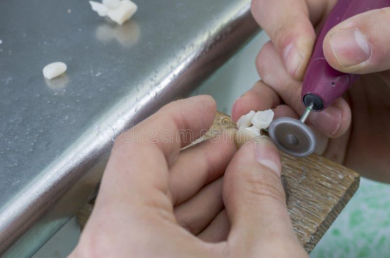 Technik z zębem robić w litu disilicate z diamentowymi di zdjęcia royalty free
