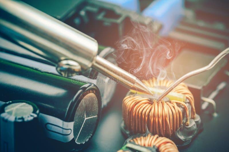 Technika elektronicznego obwodu remontowa deska zdjęcie stock