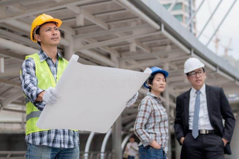 Technikbauteamwork-Konzept: Berufs-enginee stockfotos