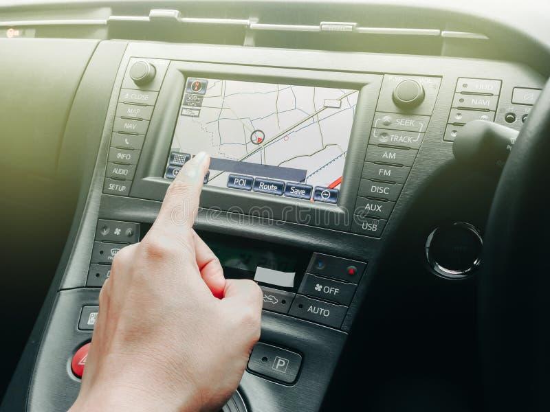Technnology w samochodzie z GPS nawigatorem dla syndykata z wnętrzem obraz stock