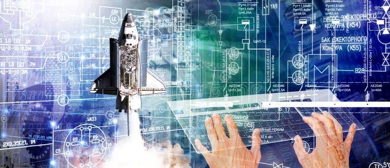 Technologes industriais da construção e da engenharia que projetam a nave espacial imagem de stock