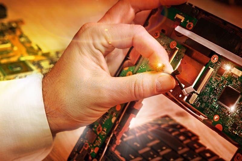 Technologie bevestigt laptop motherboard in de dienstcentrum royalty-vrije stock fotografie