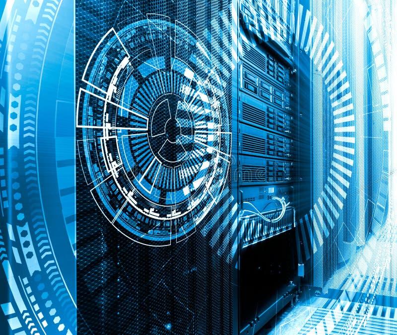 Technologie, Cyberspace und Konzept der virtuellen Realität - Hologramm mit technologischem Hintergrund lizenzfreie stockfotos