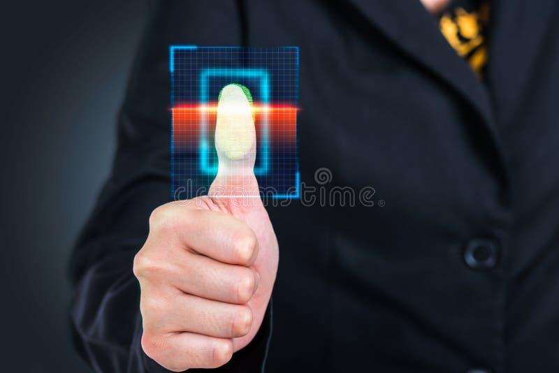 Technologie de pointe de code barres de balayage de pressing de femme d'affaires images libres de droits