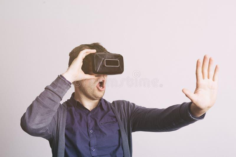Technologie de réalité virtuelle pour des jeux ou l'exploration images stock