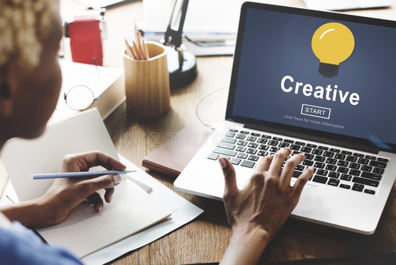 Technologie de solution d'innovation d'inspiration d'idées de créativité concentrée images libres de droits