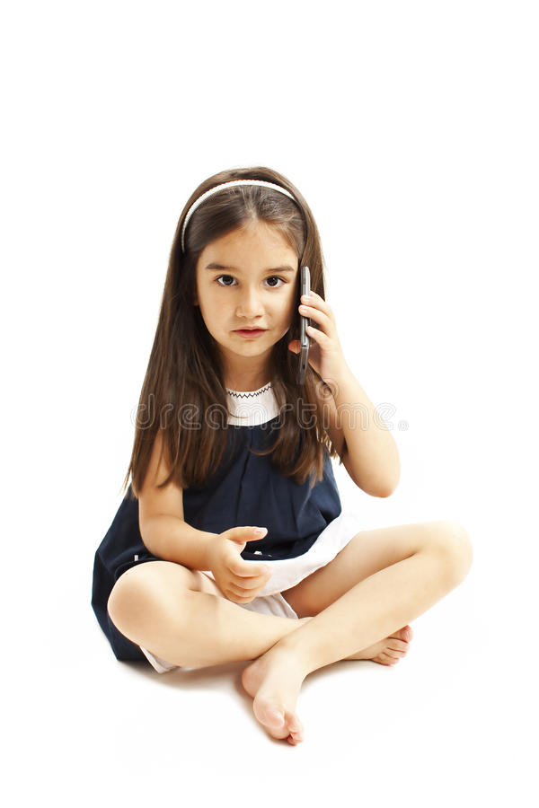 Technologie en mededeling - verward meisje die over mobiele telefoonsmartphone, Misverstand spreken royalty-vrije stock foto's