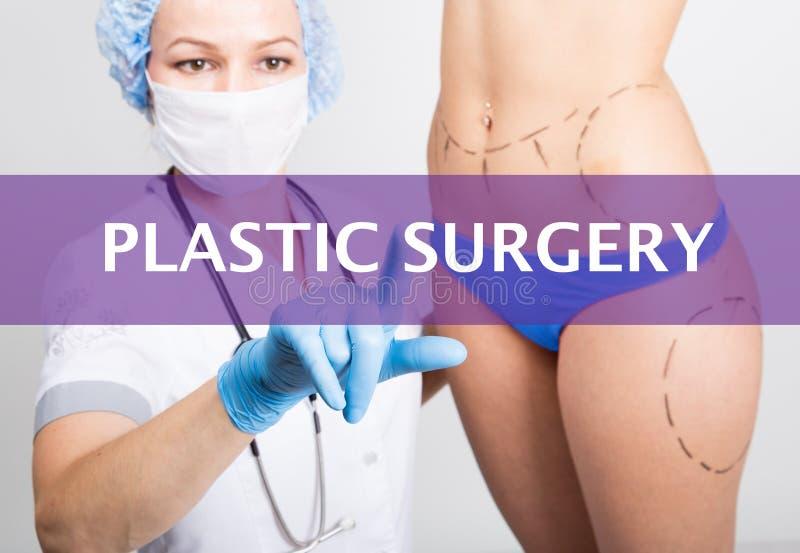 Technologie, Internet en voorzien van een netwerk in geneeskundeconcept - de medische arts drukt plastische chirurgieknoop op vir stock afbeelding