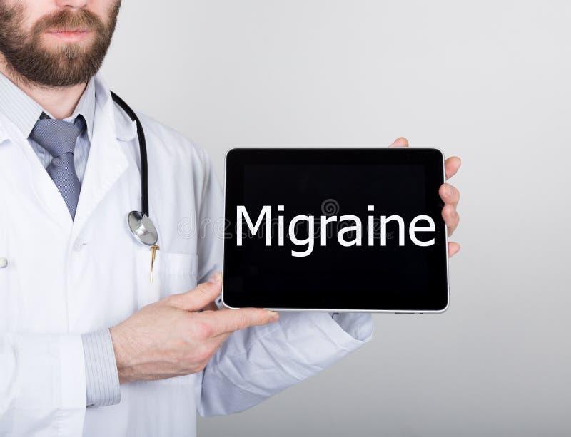 Technologie, Internet et mise en réseau dans le concept de médecine - soignez tenir un PC de comprimé avec le signe d'autisme Int images libres de droits