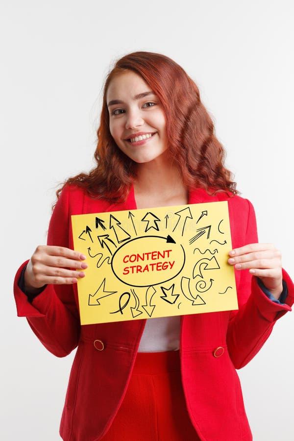 Technologie, Internet, zaken en marketing Jong het bedrijfsvrouw schrijven woord: inhoudsstrategie royalty-vrije stock afbeeldingen