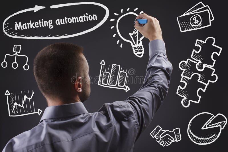 Technologie, Internet, zaken en marketing Jonge BedrijfsMens stock foto