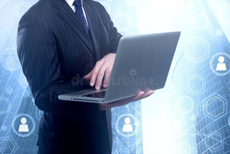 Technologie, Medien und Analytikkonzept lizenzfreies stockfoto