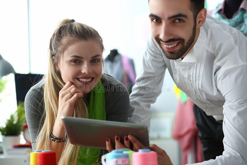 Technologie moderne dans le service de couture de couture image stock