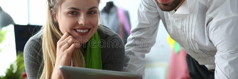 Technologie moderne dans le service de couture de couture photo stock
