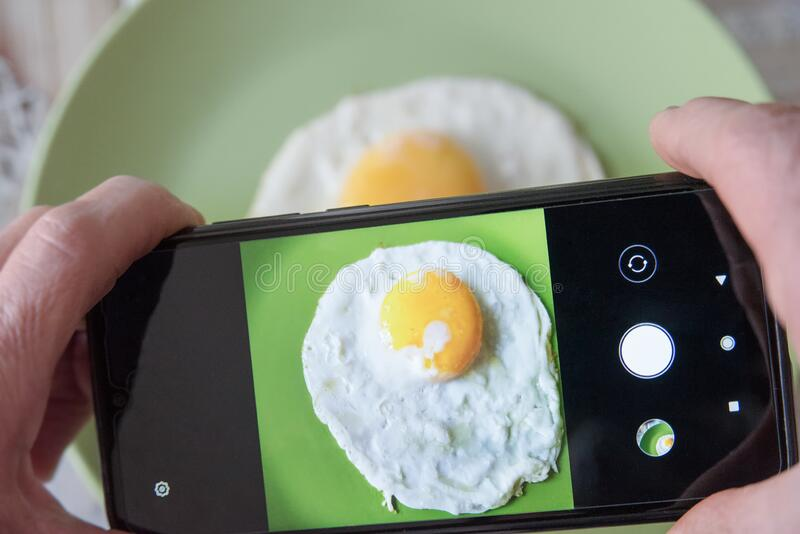 Technologie und Lebensmittel stockbilder