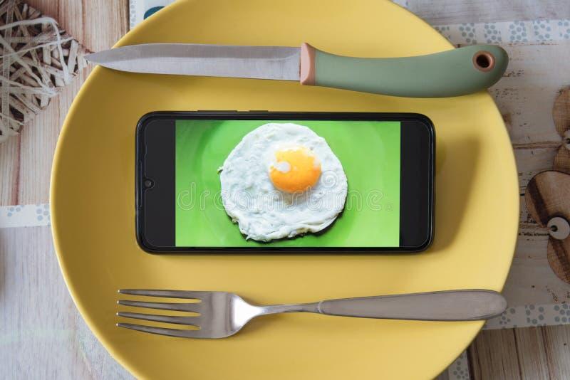 Technologie und Lebensmittel lizenzfreie stockfotografie